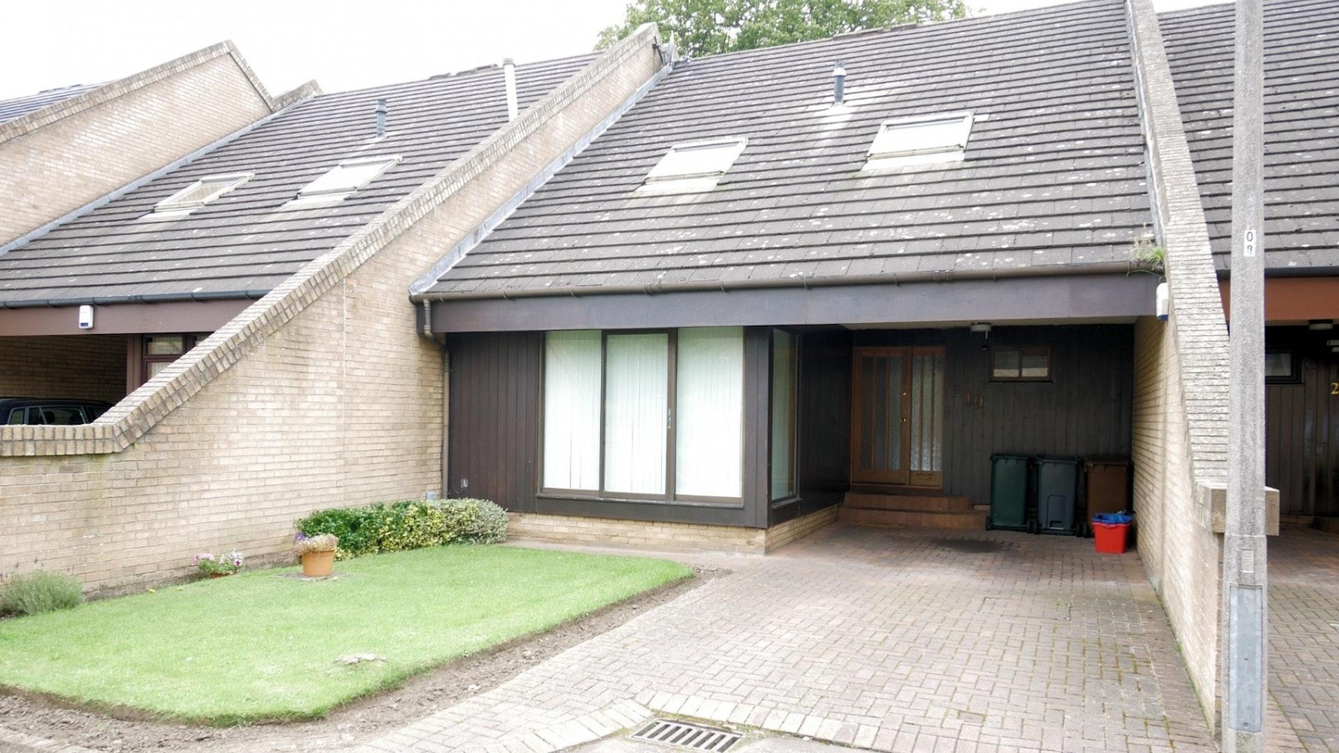 P122: East Barnton Gardens, Davidsons Mains, Edinburgh